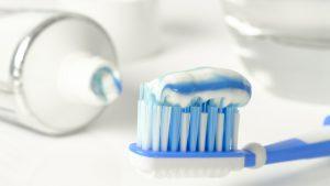 Cómo limpiar los dientes