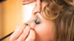 Cómo pintar la raya del ojo