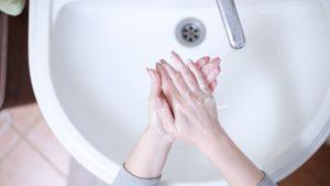 Cómo reutilizar agua en casa