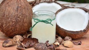 Cómo usar aceite de coco para el pelo