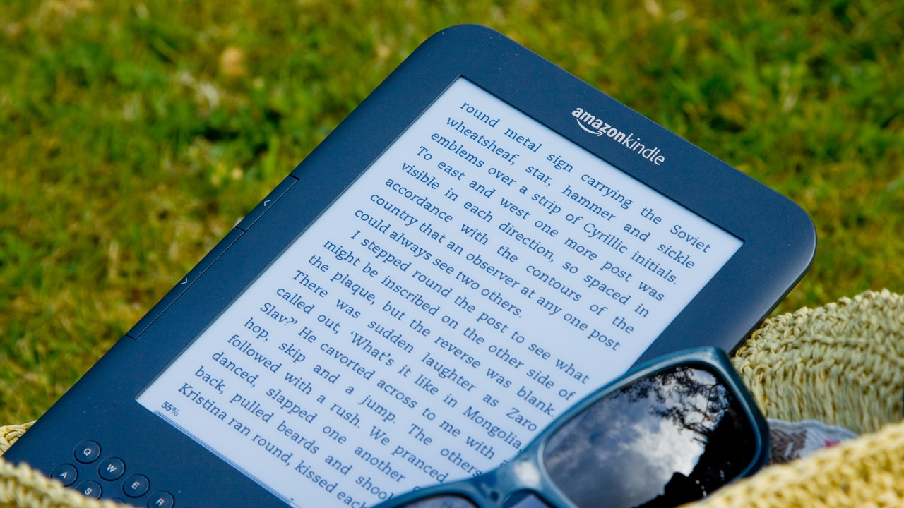 Как выбрать электронную книгу   © Simon Thomas   Dreamstime.com