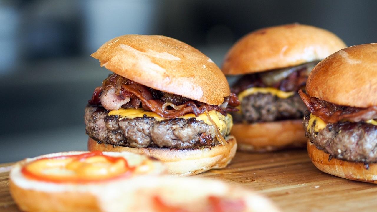 Ako dlho grilovať hamburger
